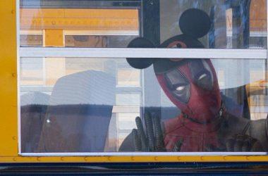 Ryan Reynolds comemora aquisição da Fox pela Disney com imagem hilária de Deadpool