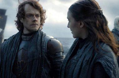 Ator que interpreta Theon em Game of Thrones revela que recebeu um roteiro falso na 2ª temporada