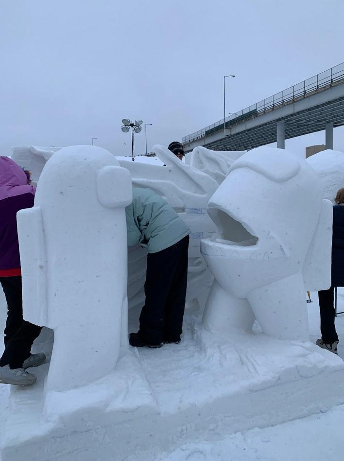 Among Us escultura gelo
